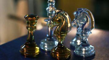 """На стеклозаводе """"Неман"""" создали хрустальные шахматы"""