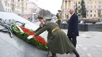 Председатель Палаты представителей Египта возложил венок к монументу Победы в Минске