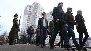 В городском военкомате Минска началась отправка в войска нового пополнения