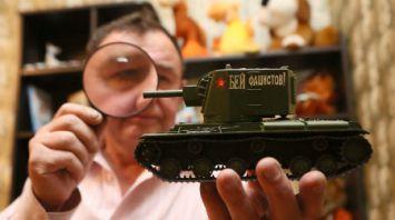 Коллекционер из Гродно собрал 375 масштабных моделей техники времен Второй мировой войны
