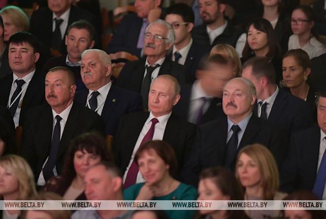 """Лукашенко вместе с главами государств СНГ посетил спектакль """"Щелкунчик"""" в Мариинском театре"""