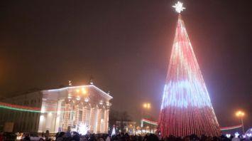 Пиксельная новогодняя елка зажглась в Гомеле