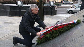 Глава Карелии возложил венок к монументу Победы в Минске