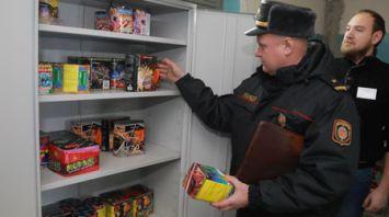 Милиция проверяет торговцев пиротехникой