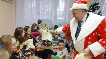 Новогодний праздник провели в Могилевской областной детской больнице