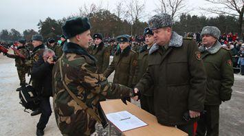 Более 2,6 тыс. человек приняли присягу в 72-м учебном центре в Борисове