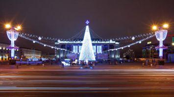 В Минске зажгли огни на новогодних елках