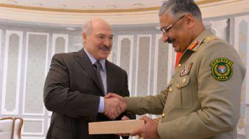 Лукашенко встретился с председателем Объединенного комитета начальников штабов Вооруженных Сил Пакистана