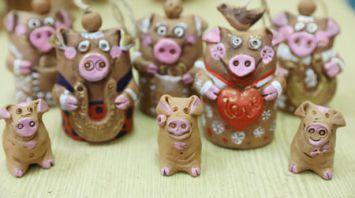 Символы нового года изготавливают витебские керамисты
