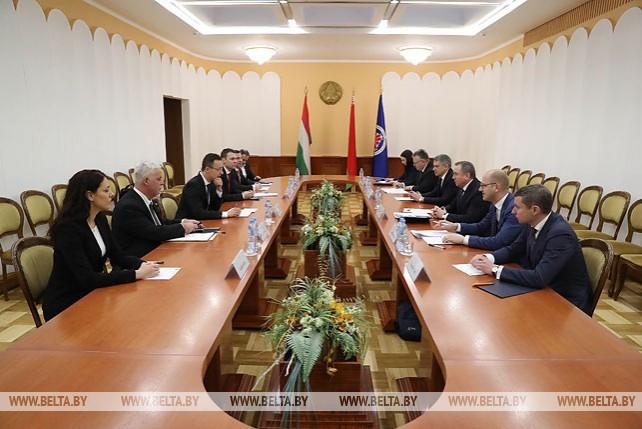 Макей встретился с министром иностранных дел и внешней торговли Венгрии