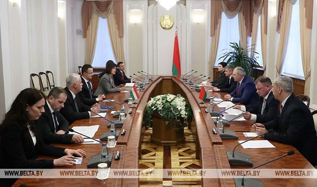 Румас встретился с министром иностранных дел и внешней торговли Венгрии