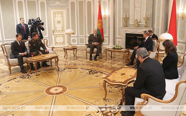 Лукашенко встретился с министром национальной обороны Турции