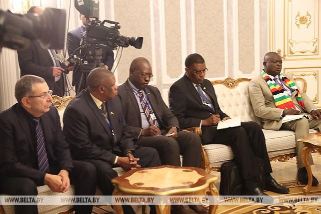 Лукашенко провел переговоры с Президентом Зимбабве Мнангагвой