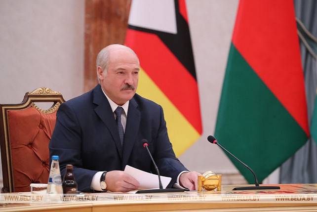 Лукашенко провел переговоры в расширенном составе с Президентом Зимбабве Эммерсоном Мнангагвой