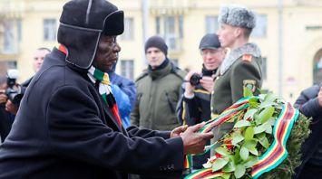 Президент Зимбабве возложил венок к монументу Победы в Минске