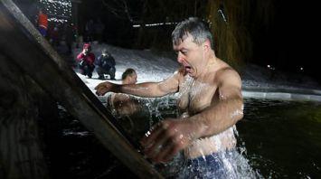 Крещенские купания проходят в Беларуси
