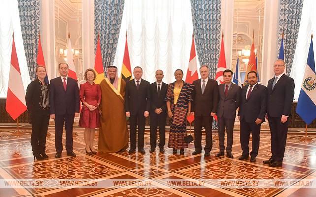 Лукашенко принял верительные грамоты послов 10 государств