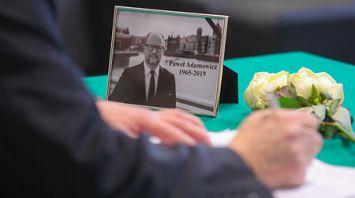 Посольство Польши в Беларуси открыло книгу соболезнований в связи со смертью мэра Гданьска