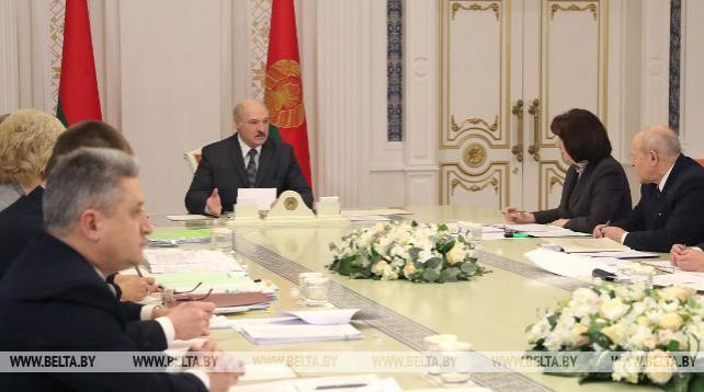 Новая редакция закона о госслужбе рассмотрена на совещании у Лукашенко