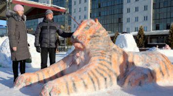 Снежные фигуры украсили площадь Победы в Витебске