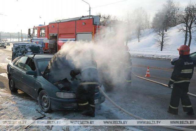 В Могилеве во время движения загорелась легковушка