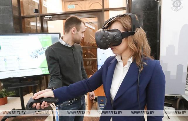 Выставка научно-технических достижений проходит в НАН