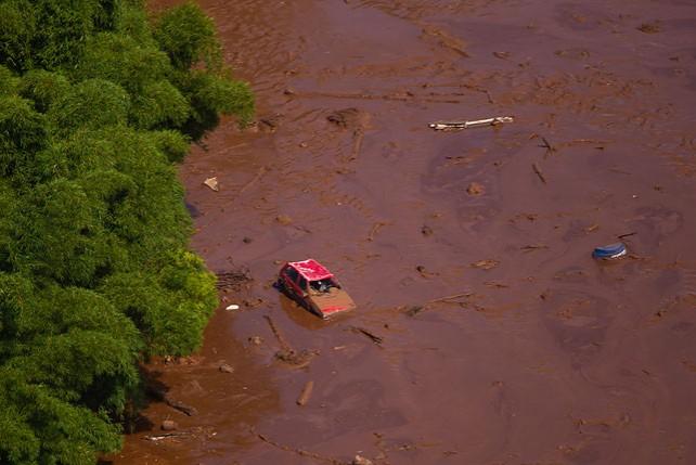 Число погибших при прорыве дамбы в Бразилии увеличилось до 58 человек