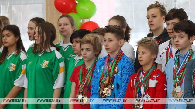 Учащимся минской гимназии №30 подарили спортивный инвентарь