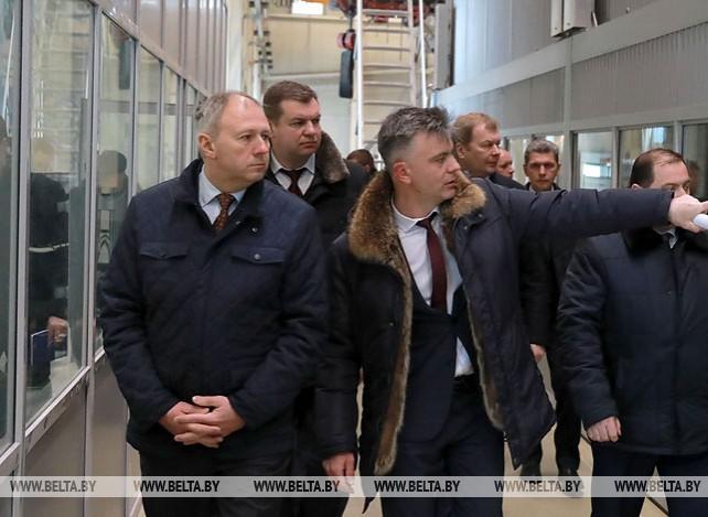 Румас ознакомился с производством завода газетной бумаги в Шклове