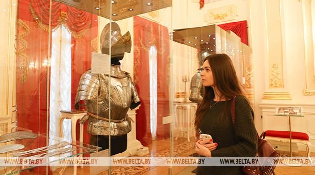Доспехи Радзивиллов представлены на выставке в Несвижском замке