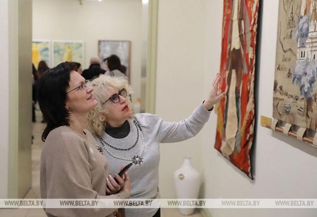 Выставка работ соратников и учеников художника Павла Масленикова открылась в Могилеве