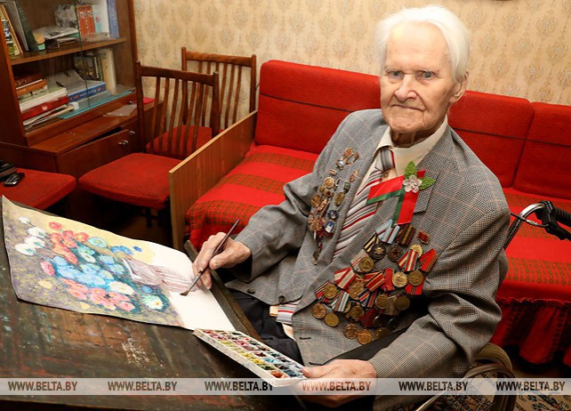 98-летний фронтовик из Полоцка пишет картины