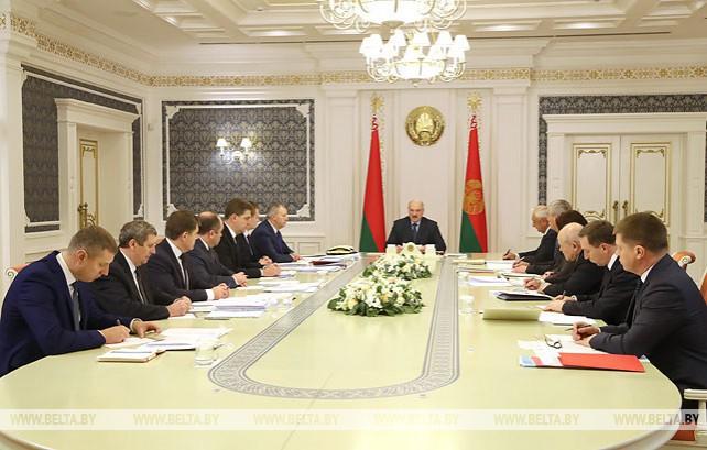 Лукашенко собрал на совещание экономический блок