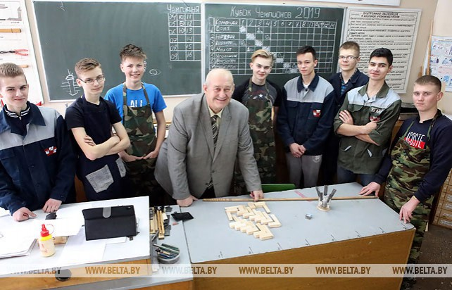 Учитель трудового обучения из Жлобина готовит команду к республиканской олимпиаде