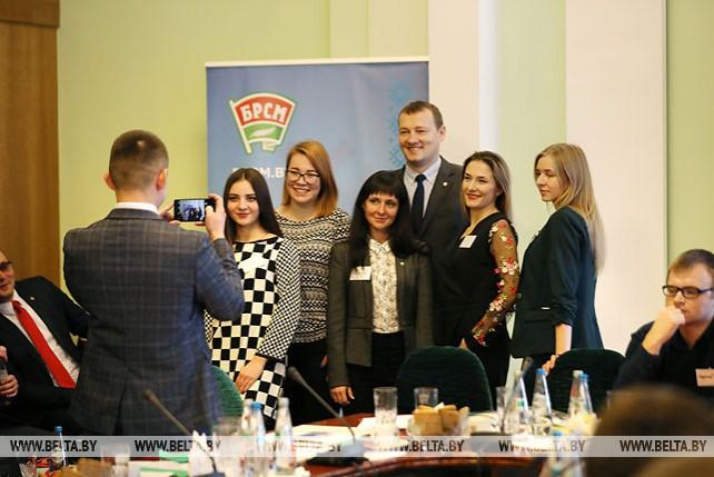 Первый слет работающей молодежи открылся в Минске