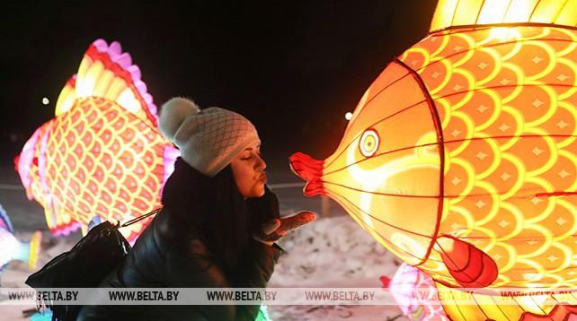 Фестиваль китайских фонарей открылся в Ботаническом саду
