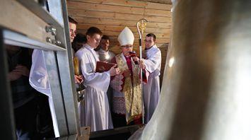 Тадеуш Кондрусевич благословил новые колокола Красного костела