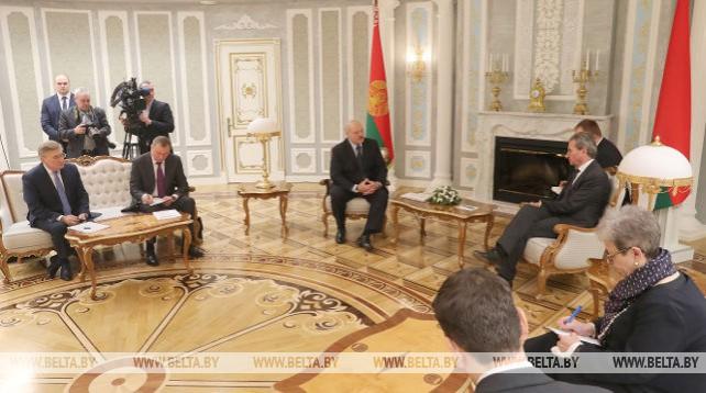 Александр Лукашенко встретился с еврокомиссаром по бюджету и человеческим ресурсам Гюнтером Эттингером