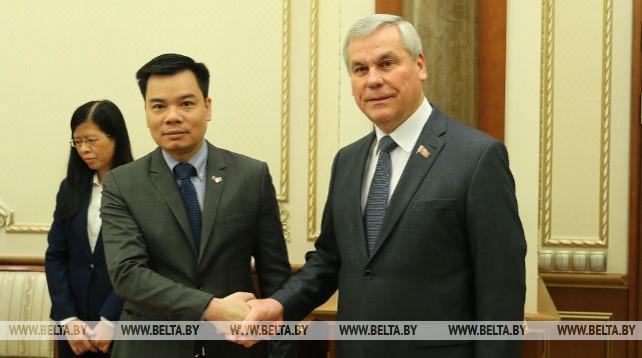 Андрейченко встретился с послом Вьетнама в Беларуси Фам Хаемом