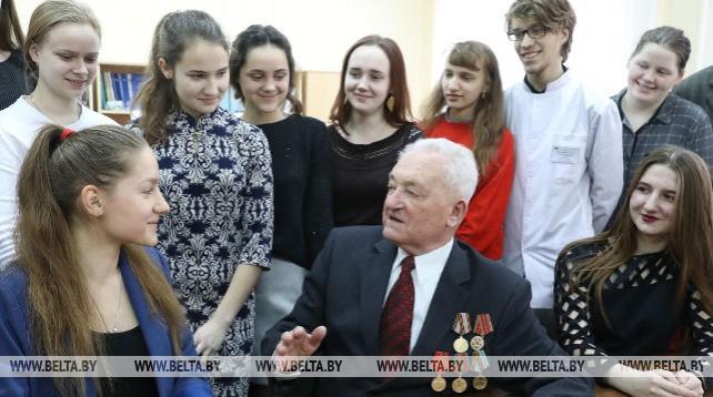 Ветерана войны Михаила Яблонского поздравили с Днем защитников Отечества