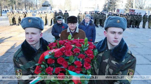 Мясникович принял участие в торжественных мероприятиях ко Дню защитников Отечества и Вооруженных Сил Беларуси