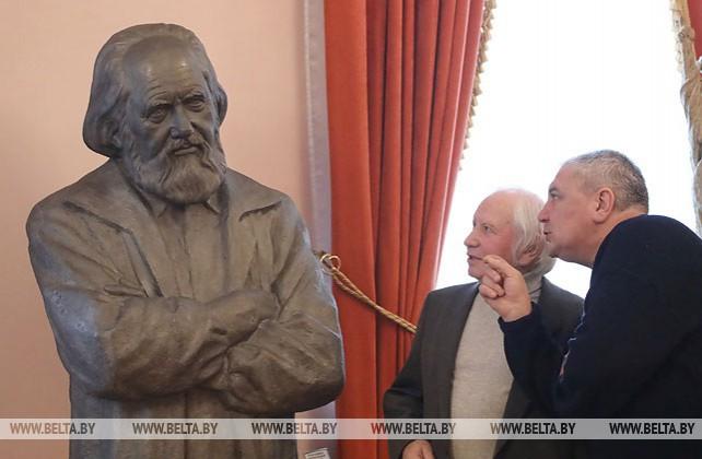 Скульптор Дмитрий Попов передал 17 работ в дар Дворцу культуры железнодорожников в Гомеле