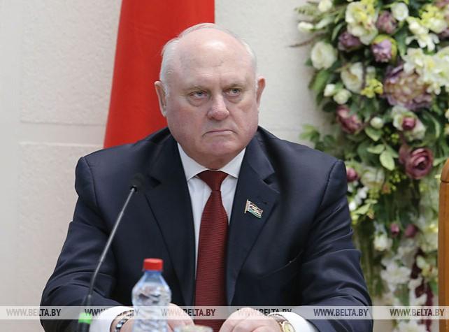 Совершенствование региональной социально-экономической политики обсудили на заседании Совета Республики и Академии управления при Президенте