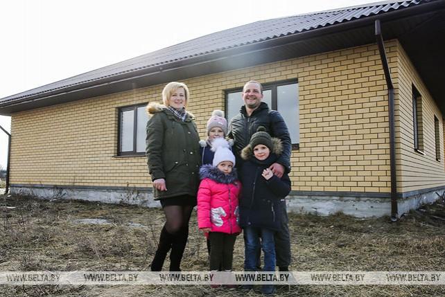 Многодетная семья из агрогородка Медно достраивает дом