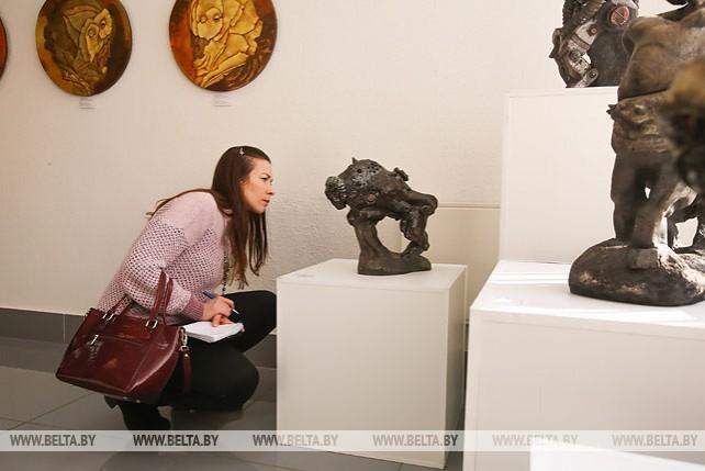 """Выставка """"Усе разам-6"""" в Бресте знакомит с лучшими работами молодых белорусских художников"""