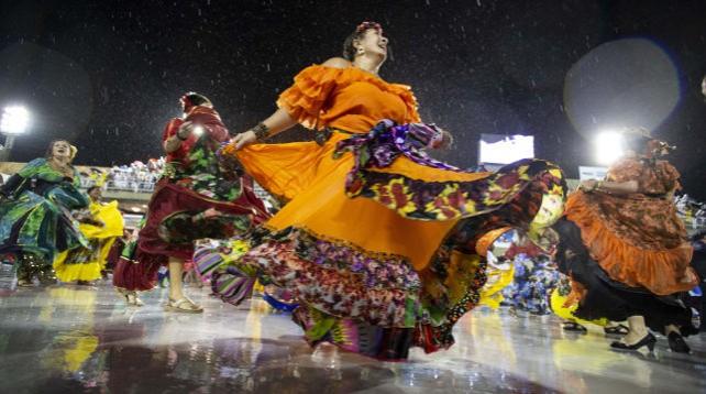 В Рио-де-Жанейро проходит карнавал