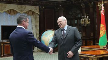 """Лукашенко встретился с председателем административного совета, владельцем компании """"Штадлер Рейл Групп"""""""
