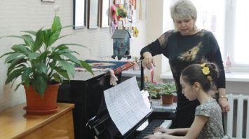 Детские школы искусств Оршанского района получили новые пианино белорусского производства
