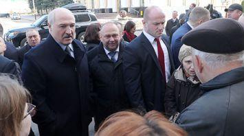 Лукашенко обсудил с жителями Барановичей цены, зарплаты и пенсии