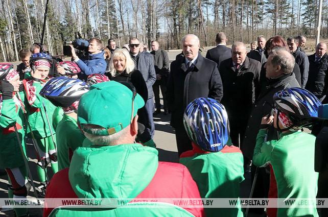 Лукашенко осмотрел лыжероллерную трассу в Барановичском районе